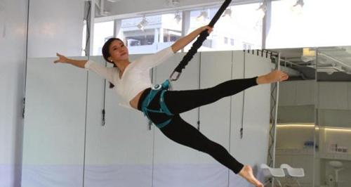 """Tutti pazzi per la bungee dance: """"vado in palestra"""" diventa """"vado a volare"""""""