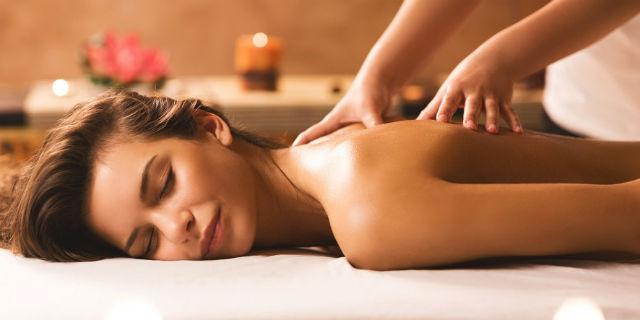 Massaggio lomi lomi: i segreti di un massaggio sciamanico d'amore e libertà