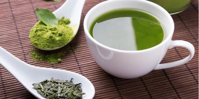 Bere tè verde ogni giorno allungherà davvero la nostra vita?