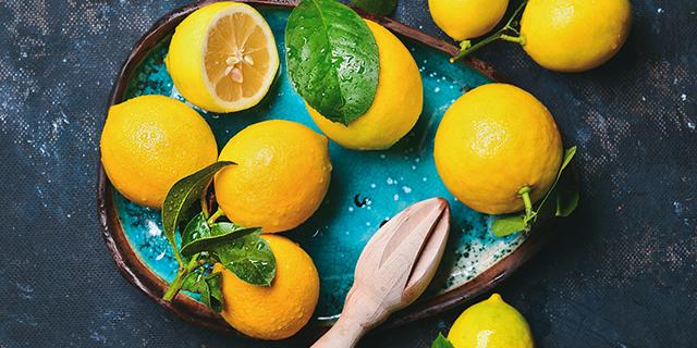 Cosa succede se bevi (ma non solo) acqua, bicarbonato e limone tutti i giorni