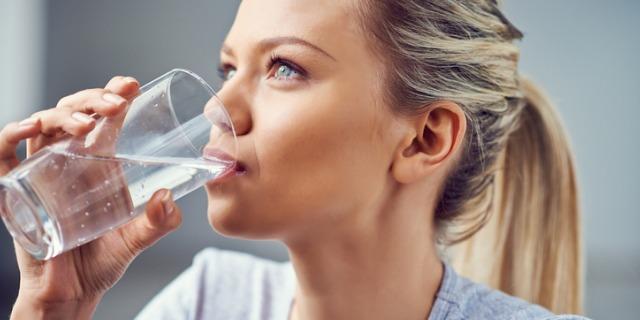 L'acqua frizzante fa male? 2 verità (e 3 miti)