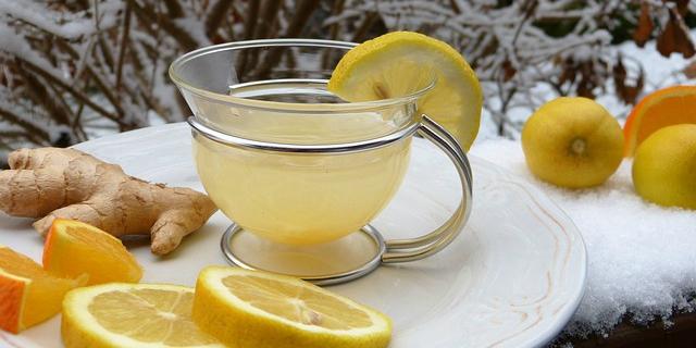 Zenzero e limone: i benefici di una tisana depurativa