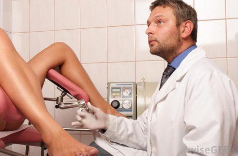 Come difendersi se a molestare è il ginecologo: cosa è normale e cosa no