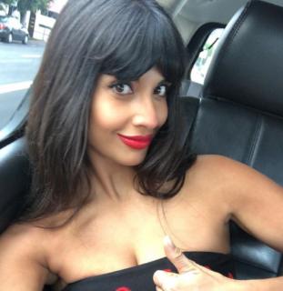 Avon si scusa con le donne per la pubblicità (brutta e falsa) sulla cellulite