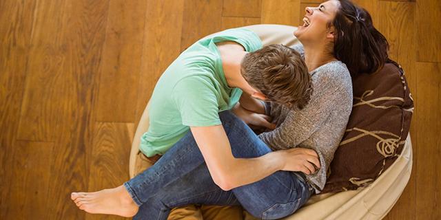 Perché il solletico ci dà fastidio ma ci fa ridere?