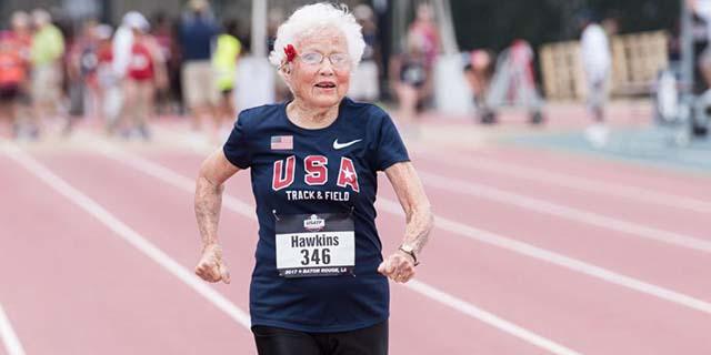 """Il consiglio di Julia """"Hurricane"""" Hawkins, che ha iniziato a correre a 100 anni"""