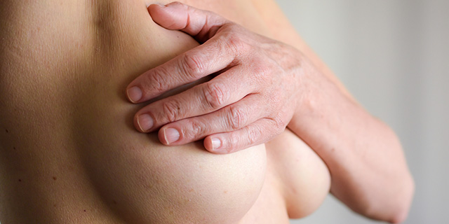 """""""I miei capezzoli sono normali?"""": i medici rispondono mostrandone 8"""