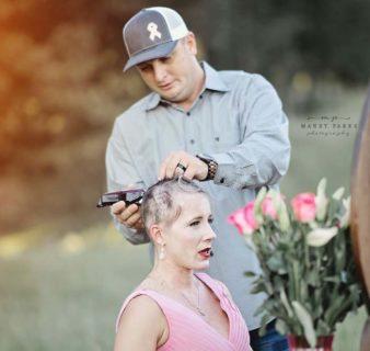Il cancro di Kelsey e la scelta di farsi radere i capelli dal marito