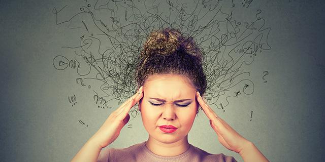 Overthinking: i rischi di chi ha troppi pensieri e 7 modi per non pensare troppo
