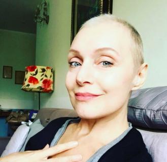 """""""Fino a qui tutto bene"""": il cancro raccontato da Sabrina Paravicini"""