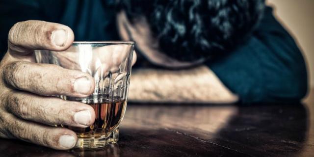 """""""L'abbandono di mia madre, l'alcolismo di mio padre: così il dolore mi ha distrutta"""""""