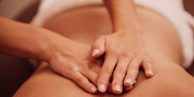 Massaggio connettivale, le manipolazioni che agiscono sulla pelle fino in profondità