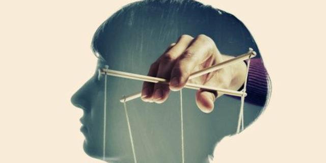 Psicologia inversa, come usarla o accorgersi se qualcuno ti sta manipolando
