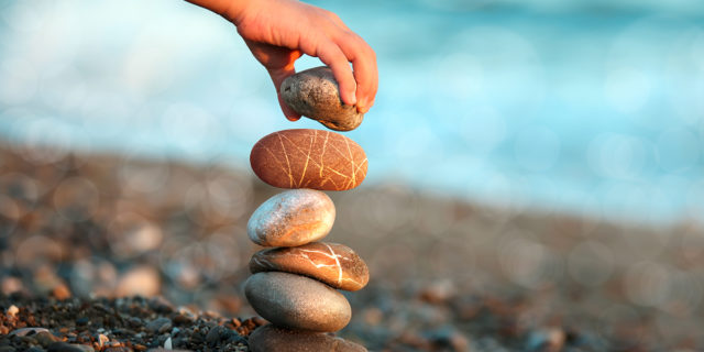 Stone balancing, non solo arte ma una pratica per trovare la serenità (con un ma)
