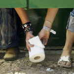 Morire per un gabinetto: i dati di una strage che si combatte con i wc