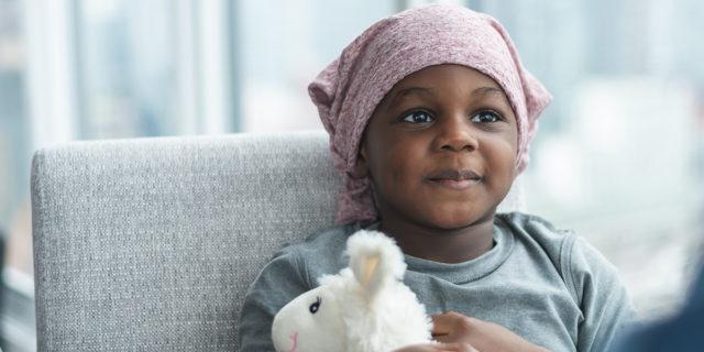 Ogni 3 minuti un bambino muore di cancro. Pensaci