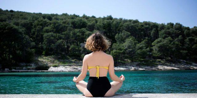 Odaka yoga, le asana che trasformano il tuo corpo in onde dell'oceano