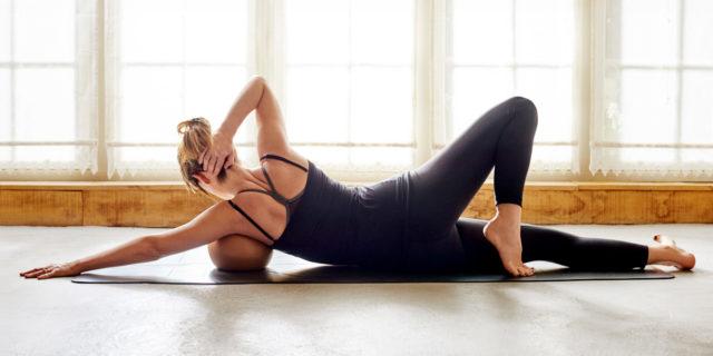 Body rolling, i benefici di una palla che scorre su corpo e viso