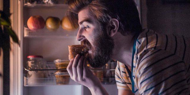 La relazione tra dipendenza da cibo e malattie mentali