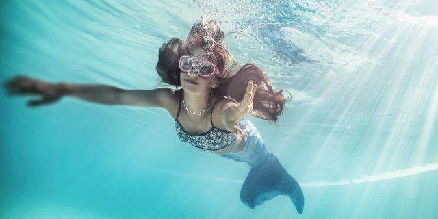 I benefici di fare mermaiding: ovvero nuotare come una sirena e avere una coda