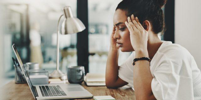 """Quando il lavoro è """"troppo"""" dovresti chiedere un permesso per la tua salute mentale"""