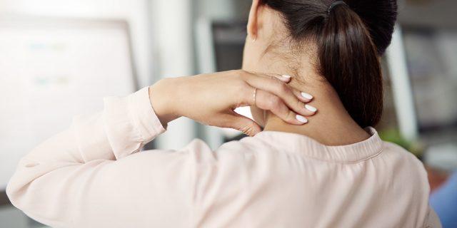 Perché la cervicalgia colpisce soprattutto le donne e i rimedi più efficaci