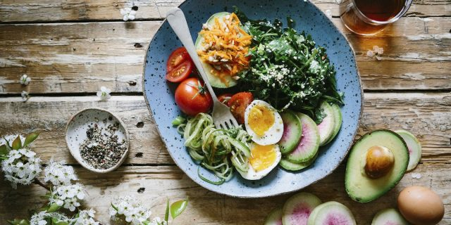 Reverse diet, la verità sulla dieta che promette di farti dimagrire mangiando