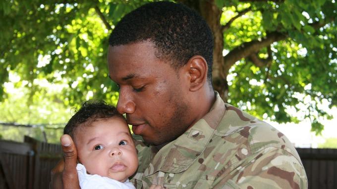 I Figli Dei Soldati In Posa Per Un Calendario Benefico