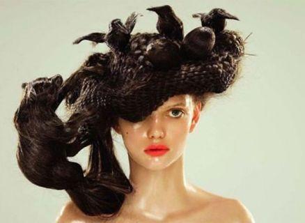 Queste Persone Dovrebbero Cambiare Parrucchiere: I Capelli Più Bizzarri!
