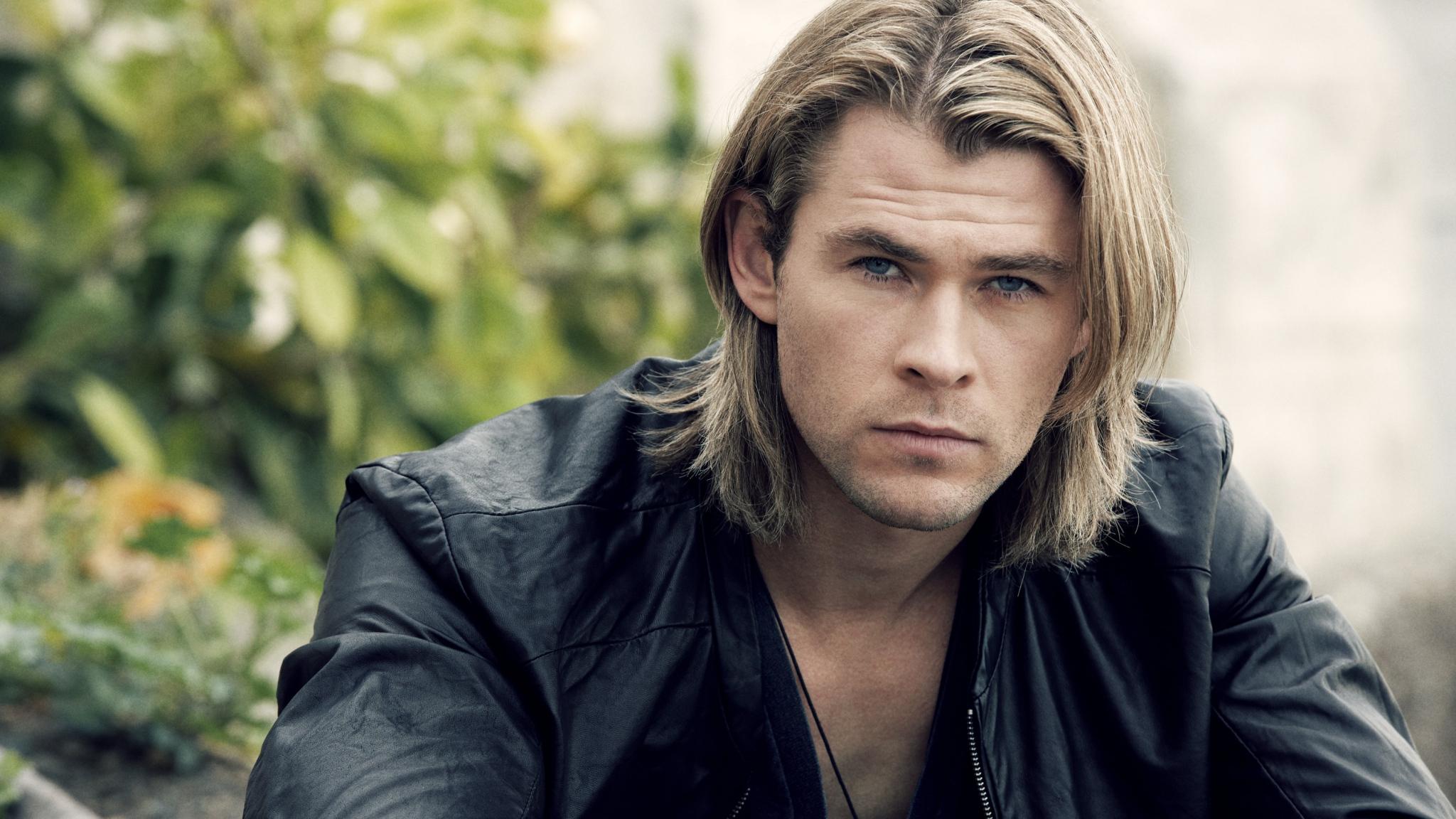 """Chris Hemsworth, gli amori e il talento del """"dio"""" più sexy del mondo"""