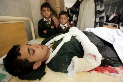 Pakistan, Kamikaze fanno Strage in Una Scuola