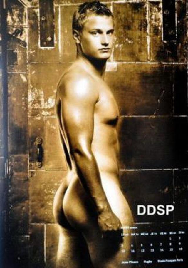 "Gli Sportivi Francesi messi a Nudo: il Calendario ""Dieux du Stade"""