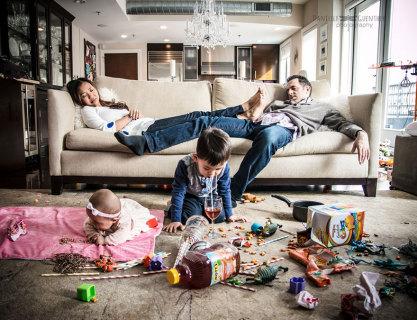Basta Foto Perfette! Ecco l'Album di Famiglia che Rispecchia la Realtà