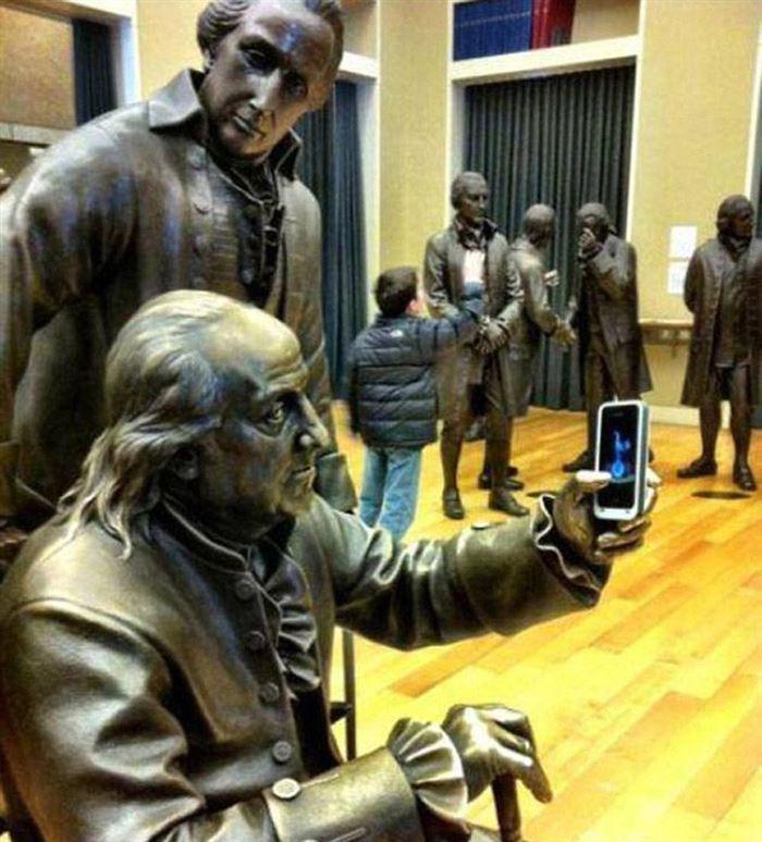 Le Foto Più Assurde e Divertenti di Persone in Posa con le Statue