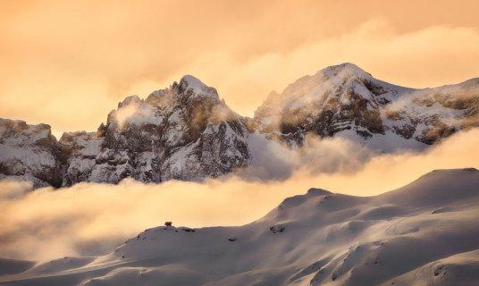 20 Suggestive Case Immerse nei Maestosi Paesaggi Invernali