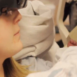Mamma Ipovedente Vede Per La Prima Volta La Figlia Grazie ad Una Macchina