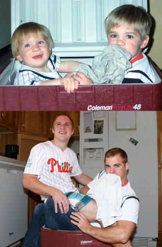 Tre Fratelli Ricreano le loro Foto d'Infanzia: il Risultato è Davvero Divertente!