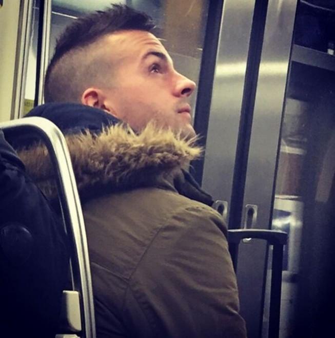 Mecs Mètro Paris: L'Account Instagram con gli Uomini Parigini più Belli