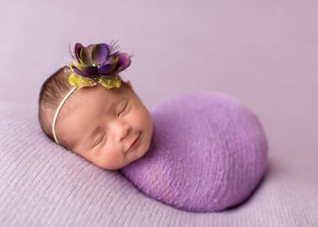 Fotografa Riesce a Catturare il Sorriso dei Neonati Mentre Dormono