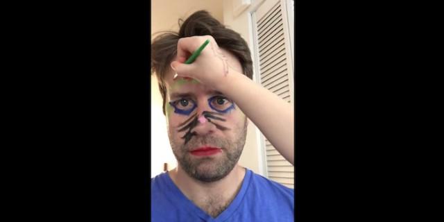 Un Papà fin Troppo Paziente: Questo Video Vi Strapperà Qualche Risata!