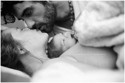 Il Miracolo della Vita: 46 Scatti dell'Istante Dopo la Nascita