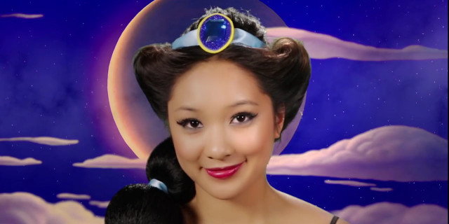 Si Trasforma in 7 Principesse Disney in Soli 2 Minuti [VIDEO]