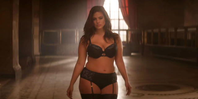Ashley Graham, l'Intimo Ispirato a 50 Sfumature di Grigio con Addition Elle