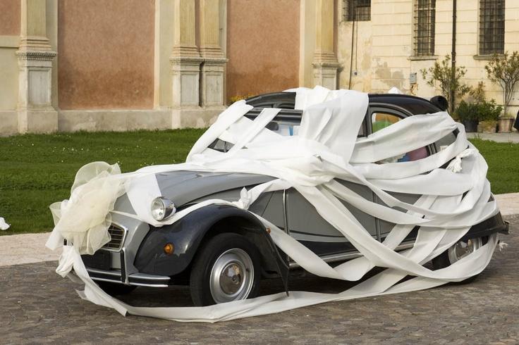 L'Auto per le Nozze? Ecco le 20 Più Brutte (e Folli) al Mondo
