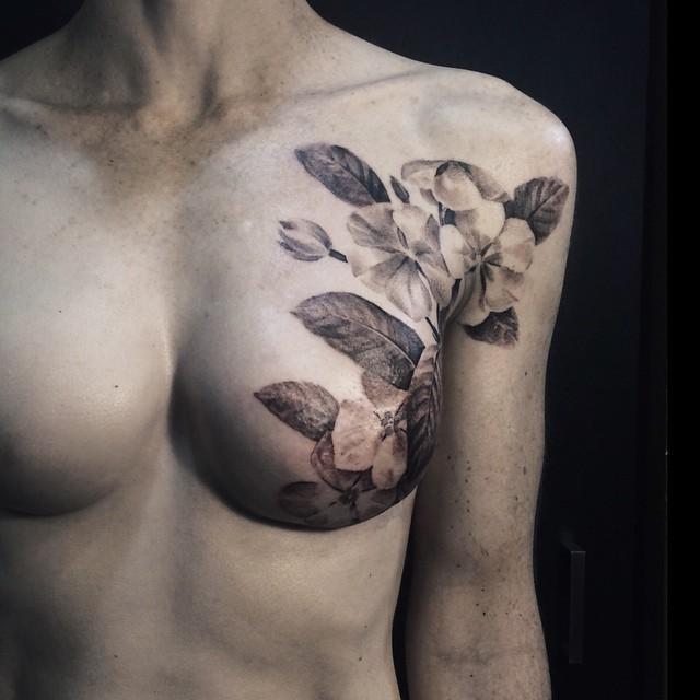 I Tatuaggi che Coprono le Cicatrici Lasciate dalla Mastectomia