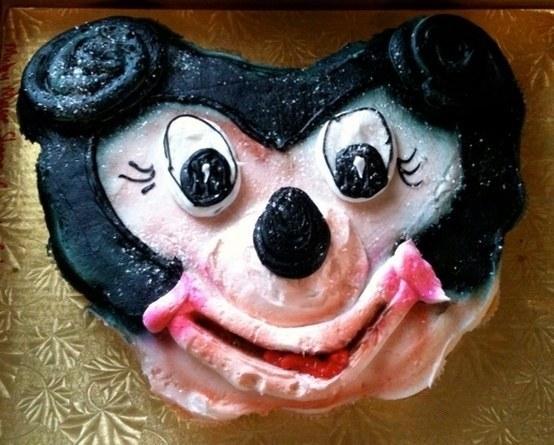 20 Raccapriccanti Torte Disney che vi Faranno Rimpiangere di Compiere gli Anni