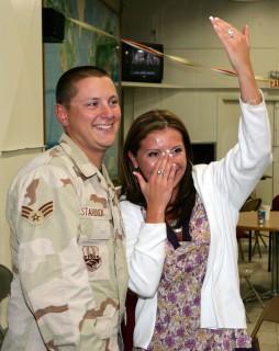 L'Emozione del Rientro a Casa dei Militari in 15 Scatti!