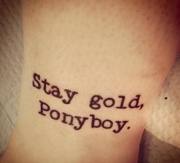 15 Poetici Tatuaggi Ispirati ai nostri Libri più Amati