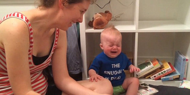 Quando il Libro Finisce, Questo Bambino Scoppia in Lacrime