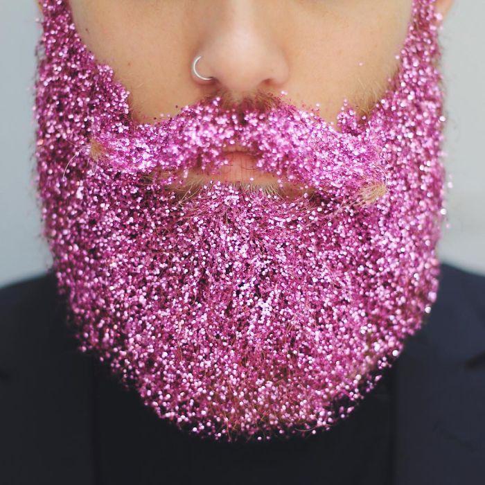 Arriva la Barba Glitterata: Ecco l'Ultima Assurda Tendenza Maschile
